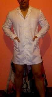 Chico masajista profesional uniformado en bata blanca de enfermer muy ceñido y corto siempre empalmado lechero tlf texto