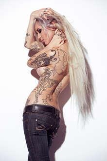 Gata tatuada