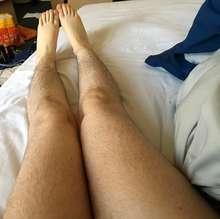 Procuro namorada que tenha as pernas bem peludas