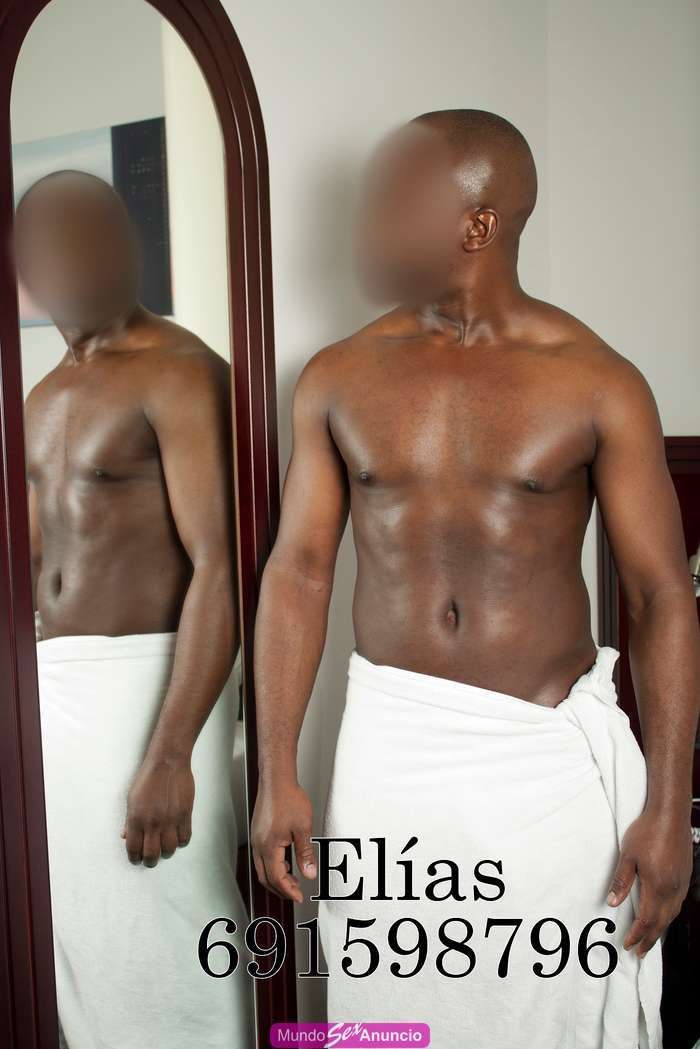Negrazo africano dotado guapeton y lecherro