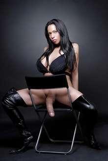 Naomi dotada 22cm reales servicios a caballeros y parejas