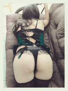 Delicioso masaje erotico por jovencita